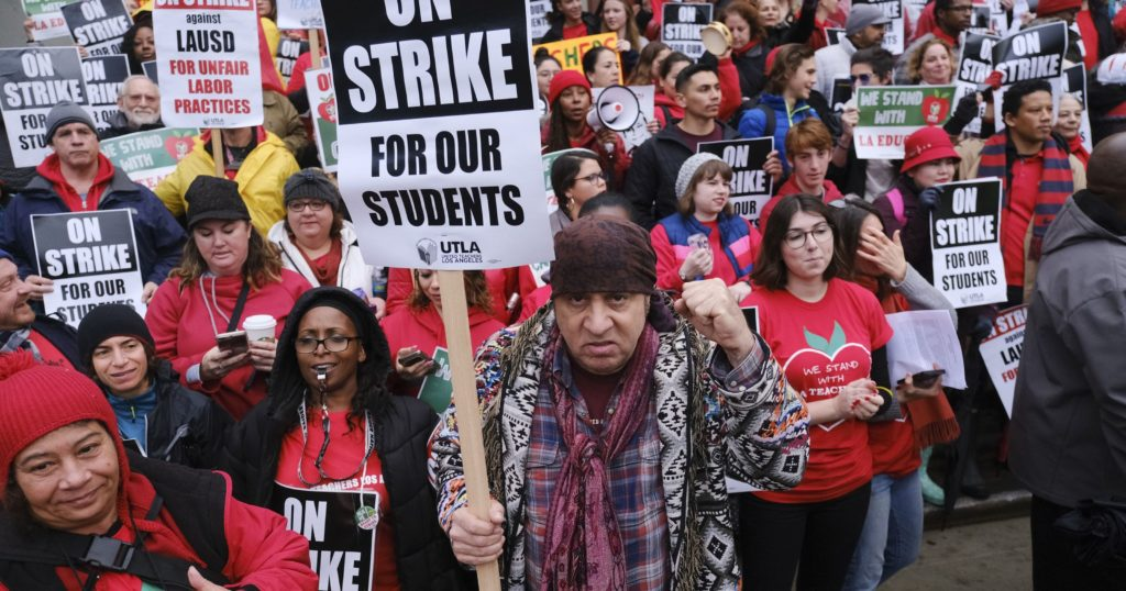 636832483092097354-AP-Los-Angeles-Teachers-Strike